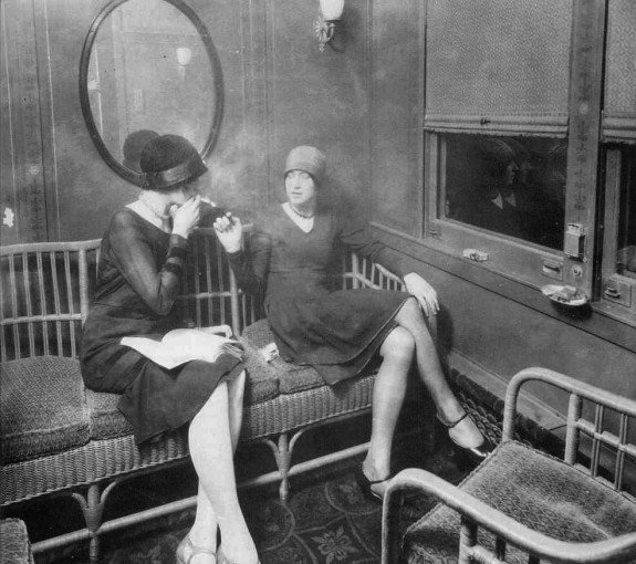 women-smoking-car_1920s_2-575x510
